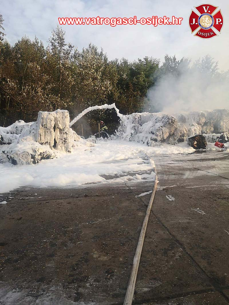 Požar plastike JVP Osijek